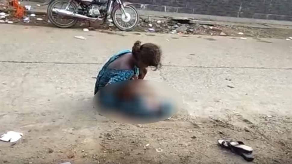 INDIA. Madre de 17 años dio a luz en la calle. (Captura de video)