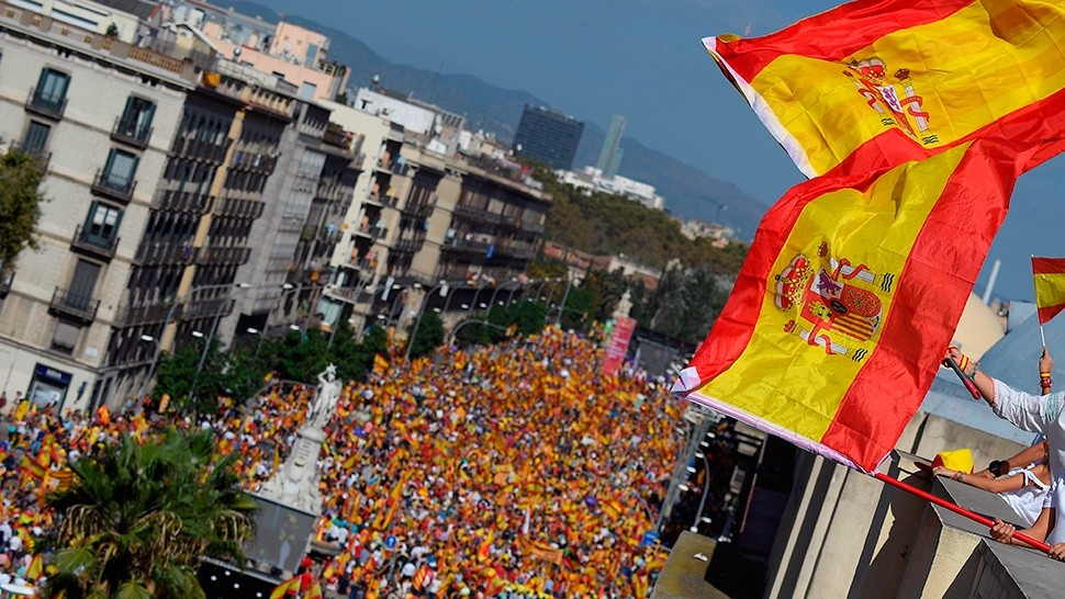 Marcha multitudinaria en Barcelona, contra la independencia (AFP)