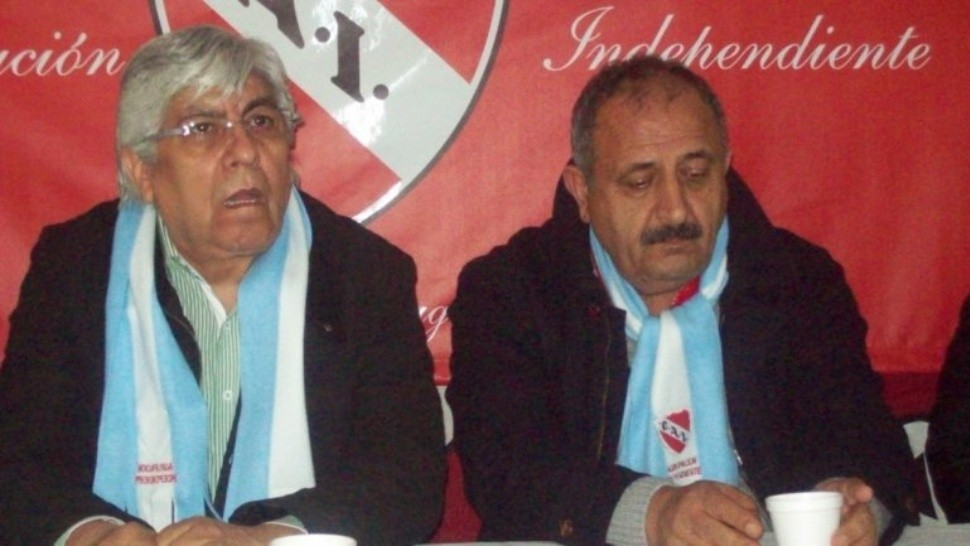 Hugo Moyano y Noray Nakis dirigen al club Independiente.