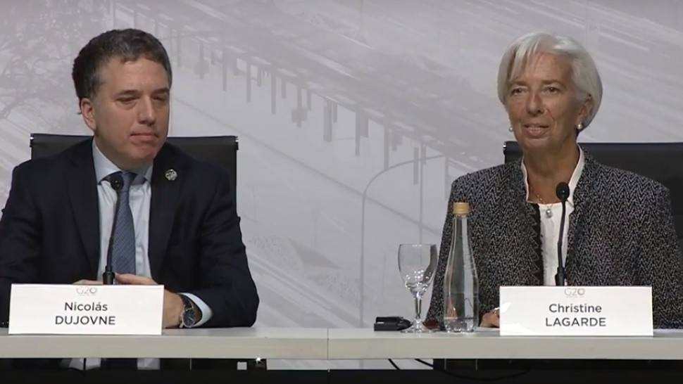 Dujovne y Lagarde, durante la conferencia conjunta que brindaron (Captura de video).