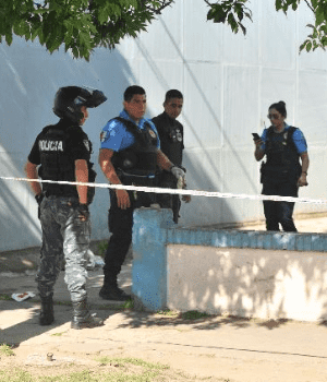 The police arrived at the site when the neighbors arrested the aggressor (Gentileza La Voz de San Justo)