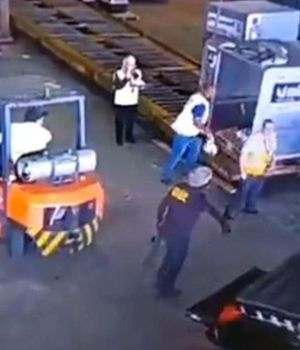 Las cámaras de seguridad captaron el momento del robo (Captura de video).