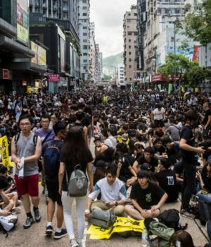 Masiva movilización y paro general en Hong Kong (AFP)