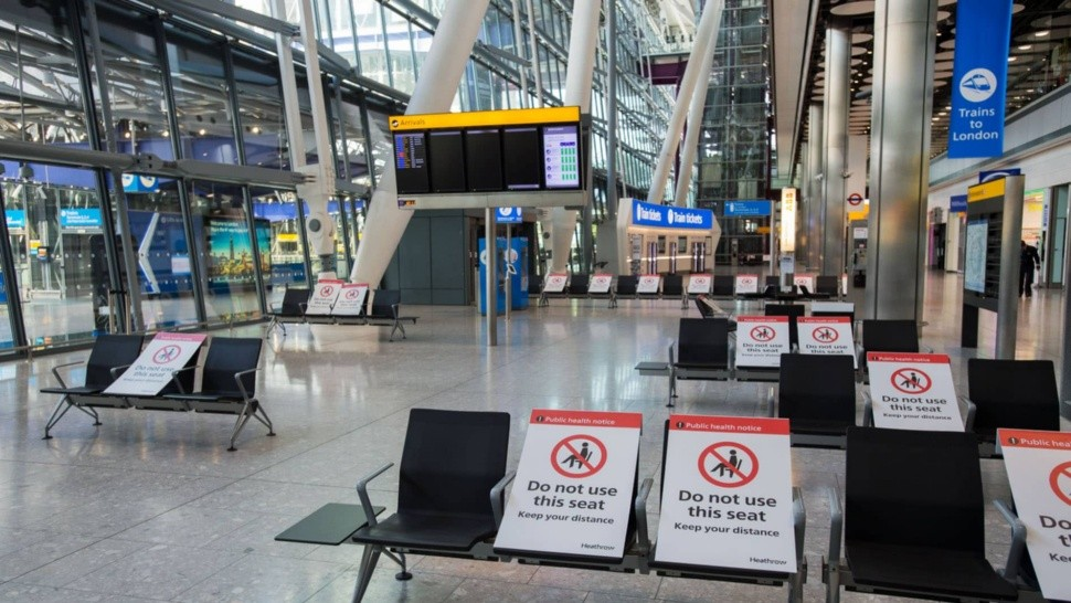 El aeropuerto de Heathrow, casi sin movimiento por la pandemia.